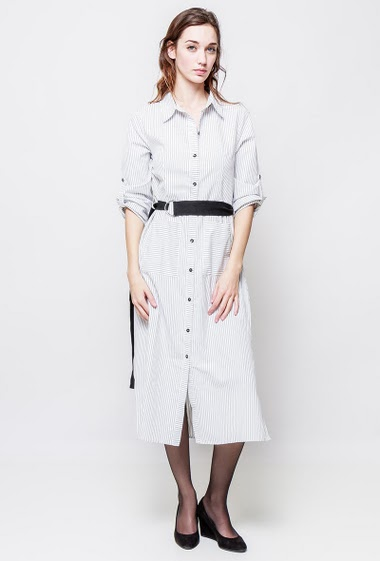 Shirt with fine stripes, pockets, belt, side split. The model measures 177cm and wears S