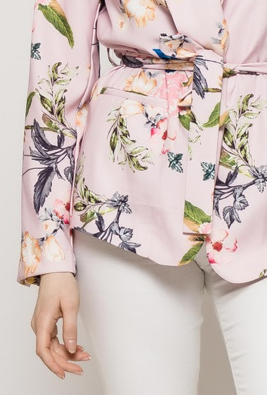 Jacket with printed flowers, belt, pockets. The model measures 174cm and wears S