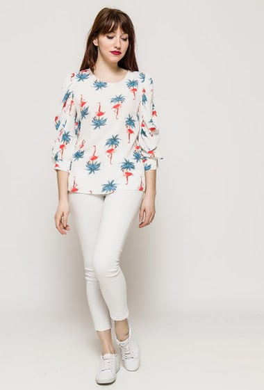 Balloon sleeve blouse, regular fit. The model measures 175cm and wears S