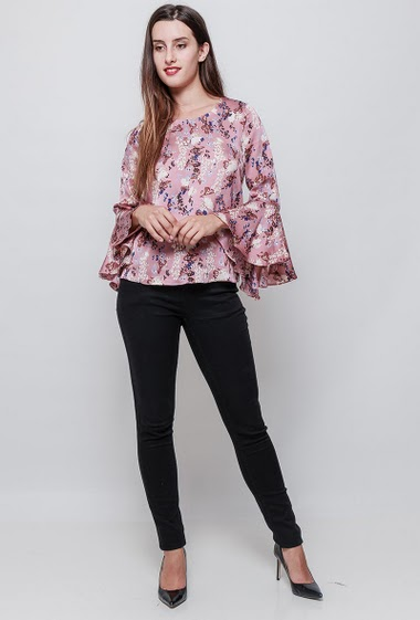 Blouse with printed flowers, flared sleeves, regular fit. The model measures 176cm and wears S