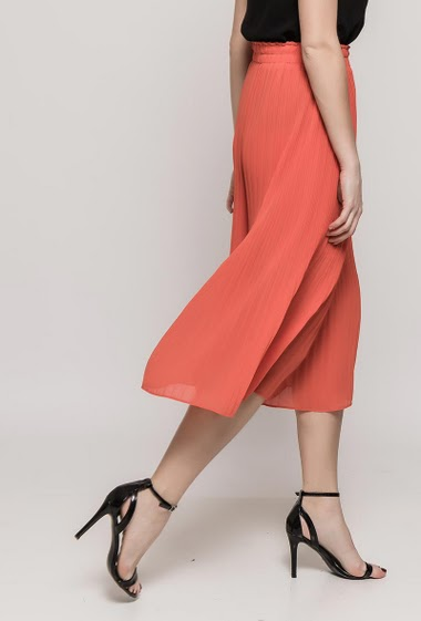 Wide leg pants, elastic waist. The model measures 175cm and wears S