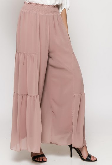Pantalon large, taille élastique. La mannequin mesure 176cm et porte du S
