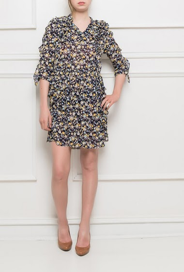Dress with flowers and ruffles, 3/4 sleeves, fluid fabric