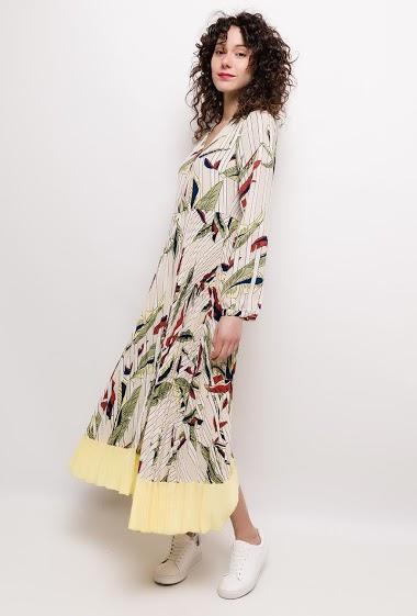Robe imprimée, manches longues. La mannequin mesure 178cm et porte du M. Longueur:130cm