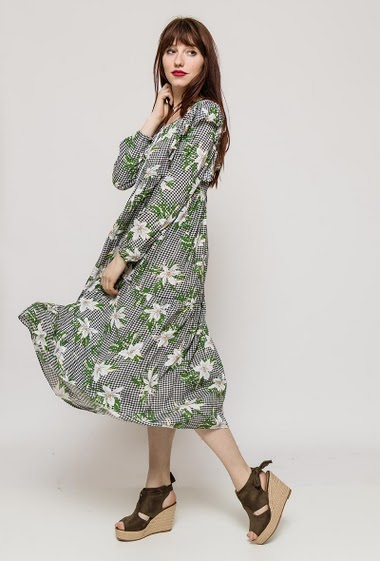 Check dress, ruffles, printed flowers, long sleeves. The model measures 174cm and wears S