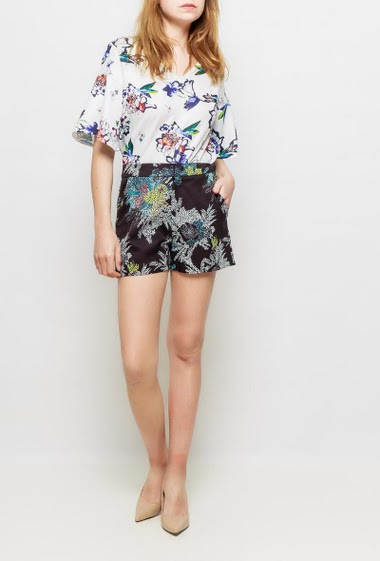 Satin shorts with printed flowers, pockets