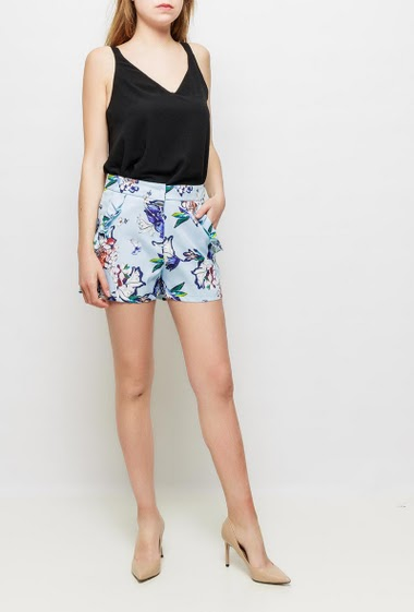 Satin shorts with printed flowers, pockets decorated with ruffles, possibility to wear with the matching top