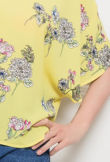 Crepe blouse with printed flowers, fluid fit