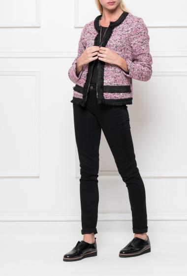 Veste en tweed coloré avec fermeture à agrafes, garniture à franges