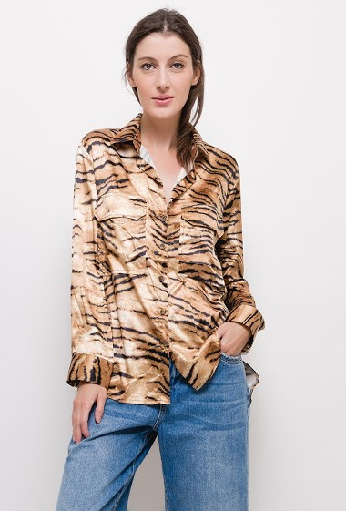 Tiger print shirt,The model measures 174cm and wears S. Length:75cm
