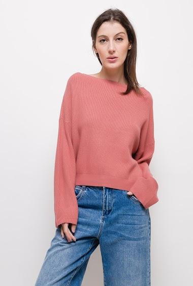 Round neck knit sweater