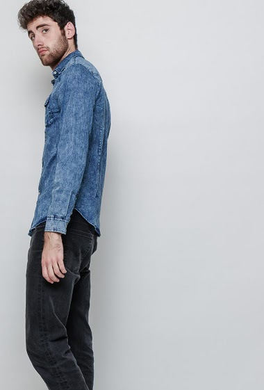 Denim long sleeves shirt slightly washed Closure with press-studs 2 pockets Rips with fabric lining shoulders- Brand Flex Stey - The model measures 194cm and wears L