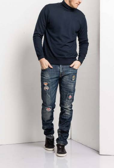Jeans strech slim washed with patch          5 pockets                                                     Normal size                                                    Label with logo                                                        Belt loop                                                         Brand US Marshall