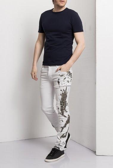 Jean blanc - coupe slim - delavé bleu,effet tâches de peintures sur le côté, fermeture par boutons, 5 poches  - Marque Us Marshall - Size guide T28=T38, T30=T40, T32=T42, T34=T44, T36=T46