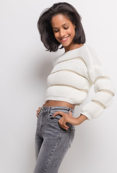 Crop sweater with shiny stripes. The model measures 177cm, one size corresponds to 10/12(UK) 38/40(FR). Length:47cm