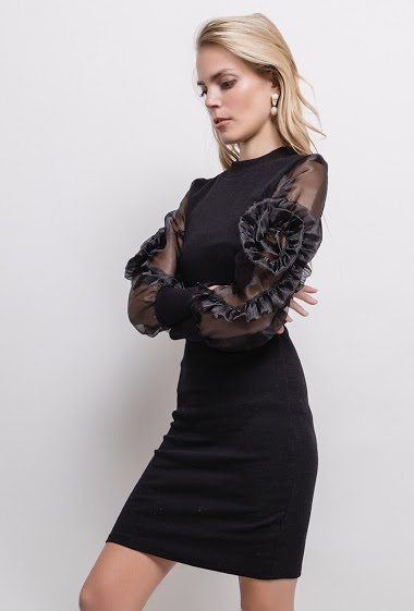 Dress with transparent sleeves in organza, flowers. The model measures 171cm and wears M. Length:91cm