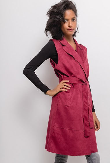 Sleeveless jacket with belt. The model measures 177cm, one size corresponds to 10/12(UK) 38/40(FR). Length:102cm