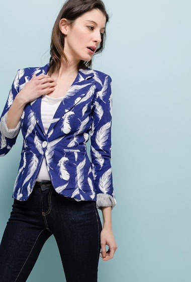 Stretch blazer, lining, padded shoulder, striped detail, slim fit. The model measures 178cm and wears S. Length:55cm