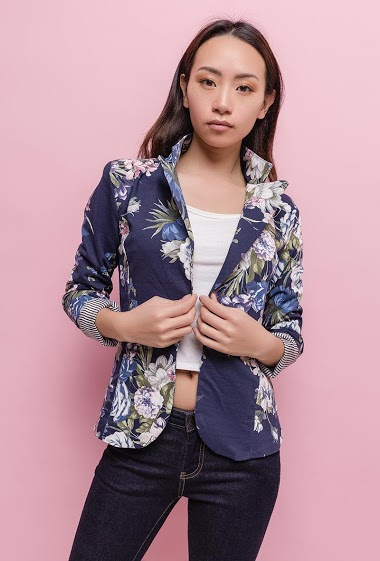 Patterned blazer, fleece fabric, padded shoulders, slim fit. The model measures 170cm and wears S. Length:60cm