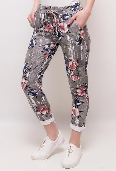 Pantalon à imprimé fleuri. La mannequin mesure 175cm, TU correspond à 38/40