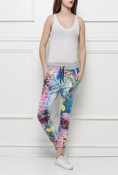 Casual and printed trousers, pockets, elastic waist