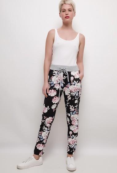 Pantalon de jogging imprimé. La mannequin mesure 172cm, TU correspond à 38/40