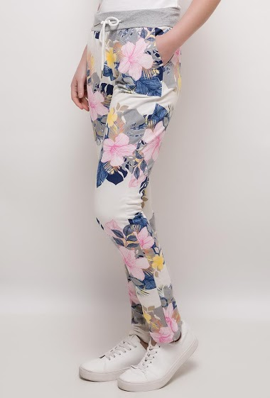 Printed joggers pants. The model measures 172cm, one size corresponds to 10/12(UK) 38/40(FR)