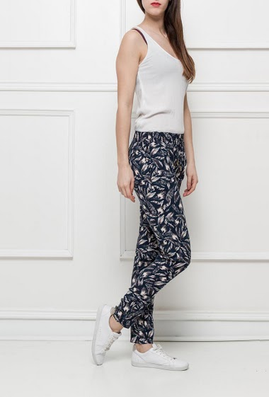 Printed trousers with elastic waist, pockets, casual fit