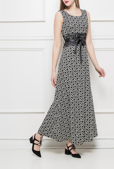 Long dress, waist decorated with lace, satin ribbon to knit