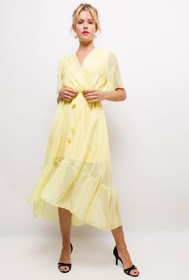 Wrap dress, fine stripes. The model measures 177cm, one size corresponds to 10/12(UK) 38/40(FR). Length:130cm