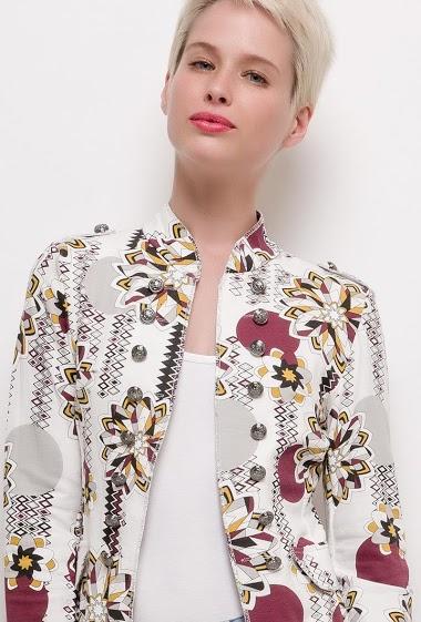 Veste imprimée style militaire, boutons décoratifs, bordure brillante. La mannequin mesure 172cm et porte du S. Longueur:60cm