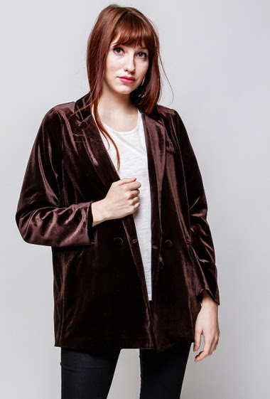 Velvet jacket, long sleeves, patch pockets, cross closure. The model measures 174cm and wears S/M