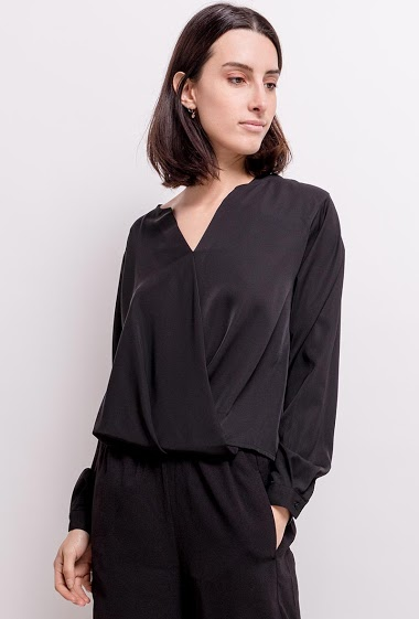 Wrap front blouse, long sleeves. The model measures 177cm and wears S. Length:67cm