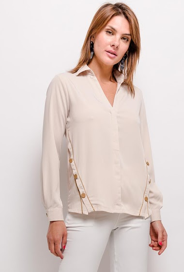 Fluid blouse, V-neck, long sleeves, side slits closed with buttons.  Length:65cm