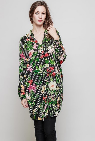 Loose shirt with print. The model measures 177 cm and wears S