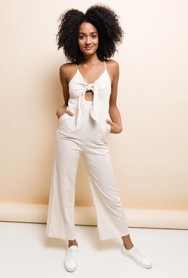 Combinaison pantalon fluide, en lin mélangé, bretelles fines réglables, fermeture par zip invisible sur le coté. La mannequin mesure 177cm et porte du M. Longueur:140cm