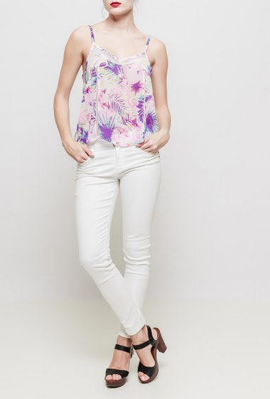 Patterned tank top, flowers, adjustable straps, lace detail, fluid and lightweight fabric