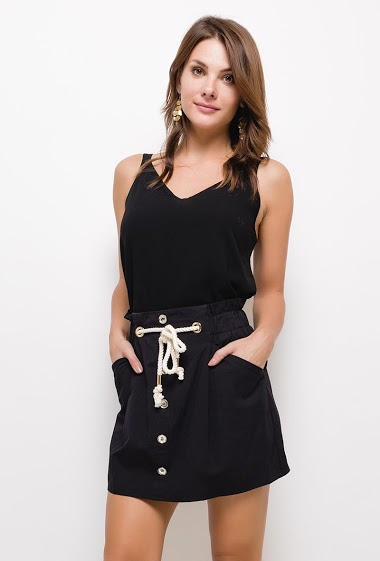 Short skirt with elastic waist. Cord-style belt applied in contrast. Front pockets. Fancy buttons on the front. The model measures 175cm and wears S