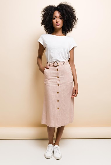 Linen blend midi skirt, high waist, front closure with buttons. Belt same fabric with loops. 2 side pockets. The model measures 177cm and wears M