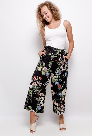 Wide leg pants, printed flowers, elastic waist, pockets.  The model measures 171cm and wears S