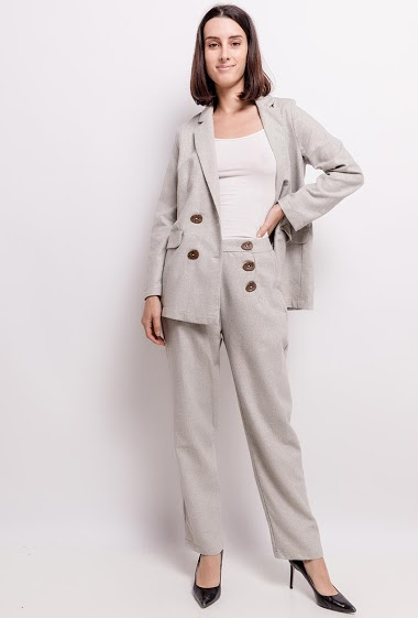 Shiny pants, high waist, front closure with buttons. The model measures 177cm and wears S. Length: 104cm
