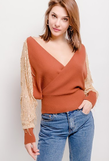 Knitted sweater with sequins and fringes transparent sleeve, front and back wrap collar.  he model measures 175cm, one size corresponds to 10/12(UK) 38/40(FR). Length:53cm