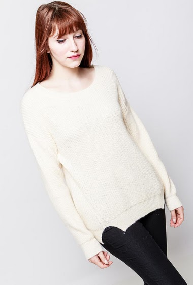 Knitted sweater, round collar, long sleeves, casual fit. The model measures 174cm, one size corresponds to 38-40
