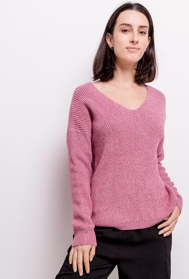 Soft sweater, V-neck, long sleeves. The model measures 177cm, one size corresponds to 10/12(UK) 38/40(FR). Length:70cm