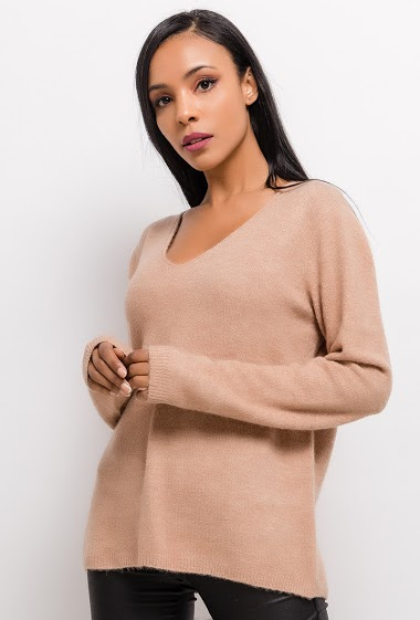 Soft sweater in wool and mohair mixed, V-neck , long sleeves.  The model measures 170cm, one size corresponds to 10/12(UK) 38/40(FR). Length:72cm  28%laine-20%mohair-19%polyester-18%polyamide-10%acrylique-5%spandex