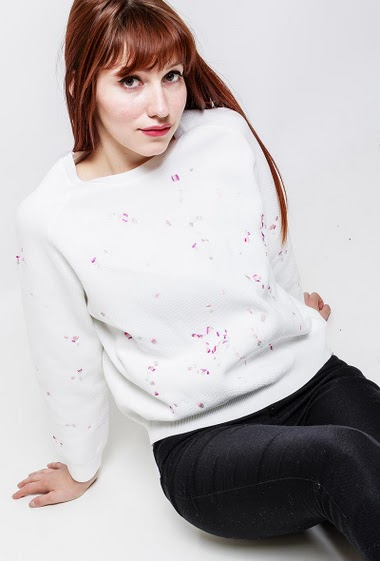 Knitted sweater, fancy detail, round collar. The model measures 174cm and wears S/M