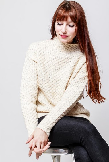 Knitted sweater, funnel neck, long sleeves, casual fit. The model measures 174cm, one size corresponds to 38-40