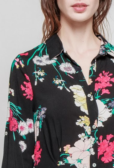 Long shirt, printed flowers, roll-up long sleeves, lenght 128cm. The model measures 177 cm and wears S