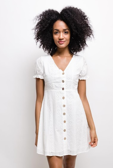 Embroidered and perforated dress, bohemian style, cotton lining. The model measures 177cm and wears S. Length:85cm