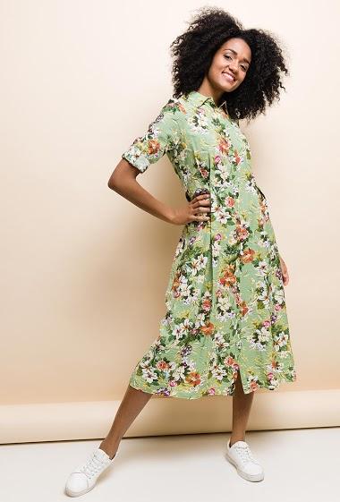 Robe-chemise longue à imprimé floral, col revers, manches longues fermées par bouton et retroussables en 3/4, taille soulignée, fermeture par bouton à l'avant. La mannequin mesure 177cm et porte du S. Longueur:122cm